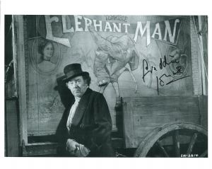 Freddie Jones, ELEPHANT MAN 10 x 8 genuine signed autograph 11109